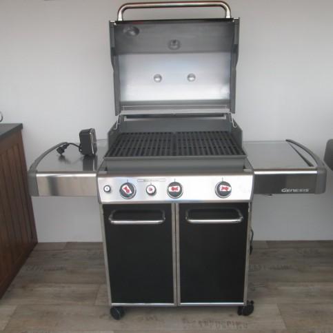 Plynový gril Weber Genesis E-330 černý, model 2013