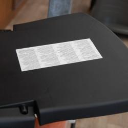 Boční odklápěcí stolečky slouží k odkládání různých grilovacích pomůcek.