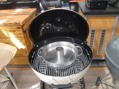 Pasuje stojan na kuře BBQ do grilu Weber Master-Touch GBS?