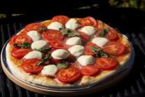 pizzaa-s-mozarellou-a-bazalkou-1585