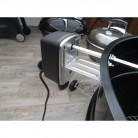 Detail motoru který otáčí hřídel špízu na grilu, je potřeba zdroj 230V