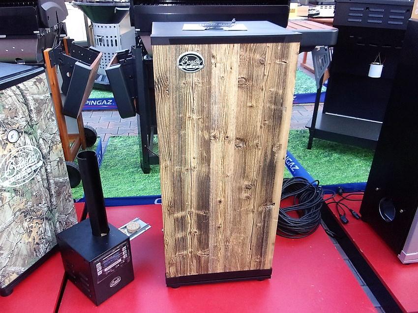 digitalni-udirna-bradley-smoker-6-hickory-wood