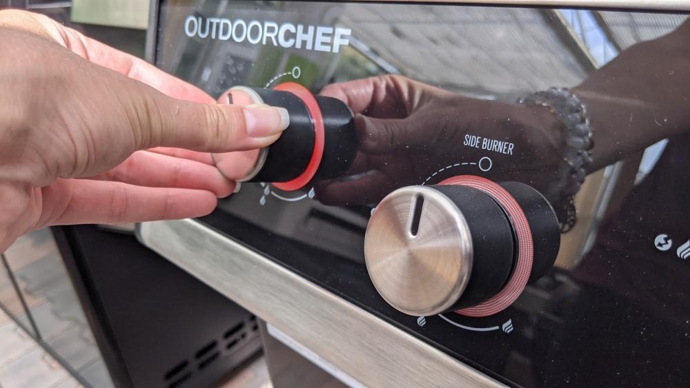 podsvícené knoflíky u grilu Outdoorchef Dualchef