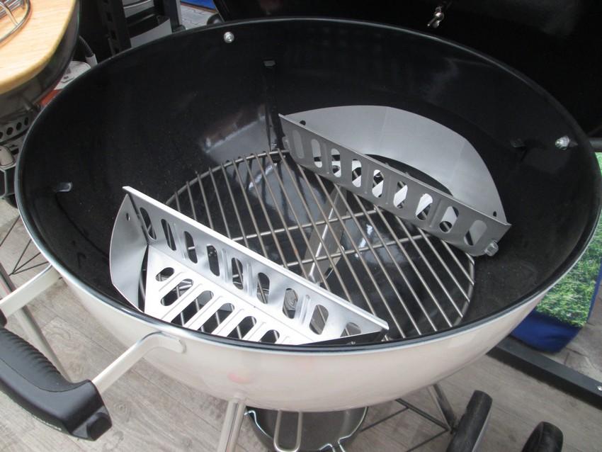 Palivové nádoby v grilu Weber Master Touch 57