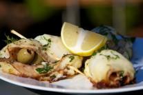 Hotové závitky podáváme teplé s bramborem nebo čerstvým pečivem.