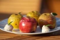 Po 30 - 35 minutách jablka z grilu vyjmeme, servírujeme teplá.