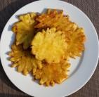 Plátky grilovaného ananasu můžeme dozdobit čerstvou mátou, smetanou nebo zmrzlinou.