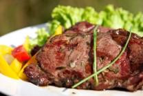 Steak s kmínem a rozmarýnem je velmi lákavý.