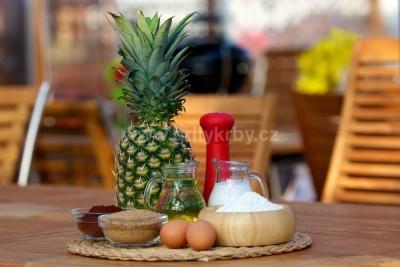 Ananasový koláč na grilu