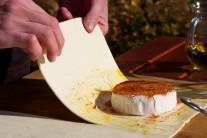 Sýr do listového těsta zabalíme.
