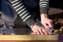 Z alobalu natrháme nebo nastříháme čtverce v počtu odopvídajícímu počtu připravovaných porcí.