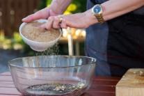 Tmavý cukr obohatí chuťové složení marinády a na mase krásně zkaramelizuje.