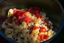 Milovníci majonézových pokrmů mohou i do tohoto salátu trochu majonézy přidat. Bez majonézy je vhodným pokrmem pro vyznavače zdravé výživy.