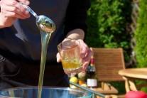 Med do omáčky použijeme domácí popřípadě od známého včelaře.