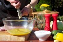 Česnek s medem a pomerančovou šťávou je v omáčce velmi zajímavou a lahodnou kombinací.