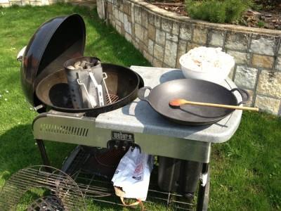 Škvaření sádla na grilu