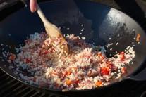 V této fázi přidáme i nakrájenou sušenou šunku.