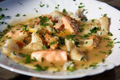 Rybí polévka na grilu