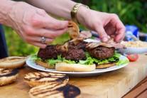hamburger-s-bylinkovym-maslem-1456