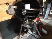Řez grilem Weber Master Touch GBS Premium E-5775