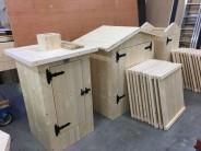 Výroba dřevěných udíren